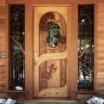 Разновидности деревянных входных дверей для частного дома