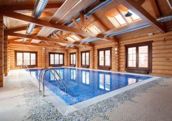 баня из бревна с бассейном