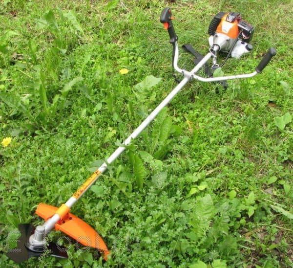 бензиновый триммер для травы