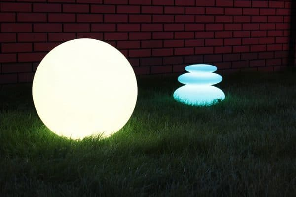наземный уличный светильник с люминесцентным светильником