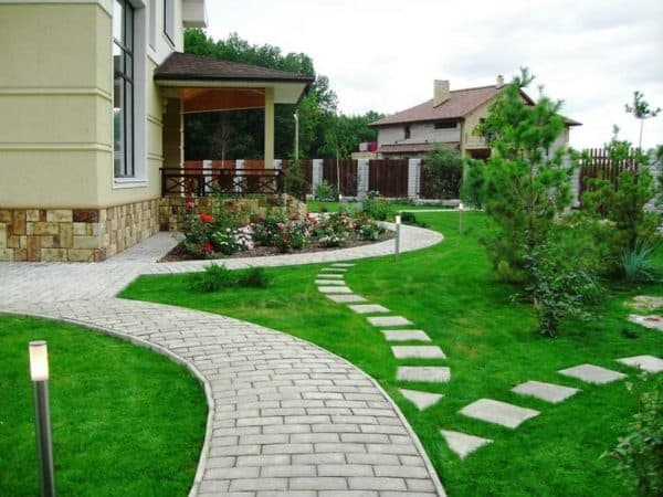 дорожки с площадками частного дома